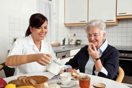cuidador de idosos empregada doméstica